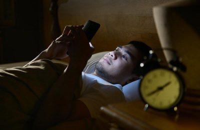 thức khuya hại thận