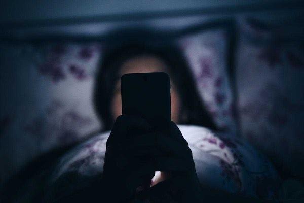 Thức khuya vô sinh